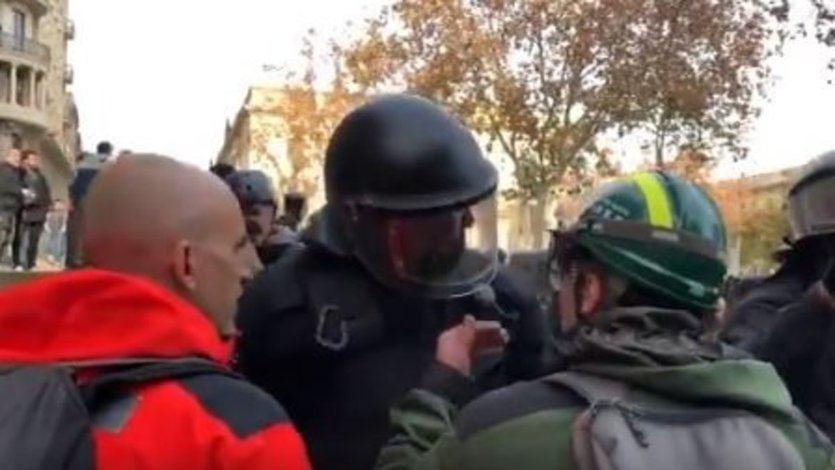 De héroe a villano: el Mosso que dijo que 'la República no existe, idiota' será investigado