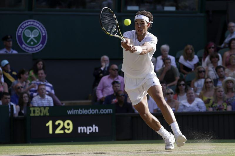 Nadal, durante su partido de despedida en Wimbledon este año