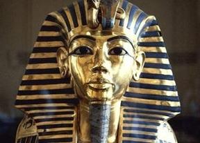 La máscara de Tutankamón sufre una restauración chapuza con pegamento