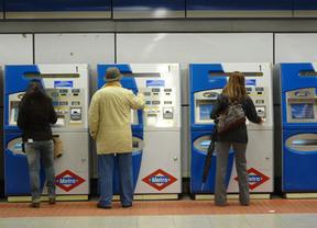 Ya lo hicieron en las estaciones, ahora Metro de Madrid estudia poner publicidad en los billetes
