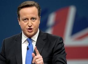 Cameron triunfa a lo grande con mayoría absoluta superando las encuestas y 'dimite' a sus rivales