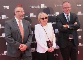 'Cuando deje de llover' arrasa con tres galardones en unos Premios Max muy reivindicativos