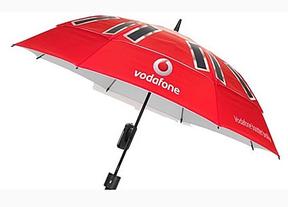 Vodafone crea un paraguas-antena que carga el móvil