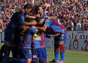 Un Granada recién ascendido 'se lleva por delante' al Levante (2-1)