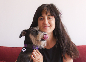 Micaela de la Maza, creadora de una práctica guía virtual sobre el mundo del perro