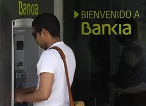 El Gobierno y Bankia niegan una supuesta fuga de depósitos para frenar la histeria