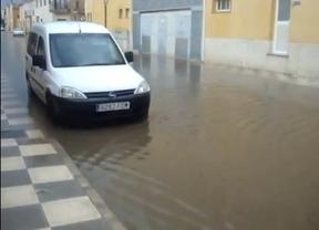 Vecinos de Tarazona de la Mancha, hartos de que se inunden sus calles y casas cada vez que llueve