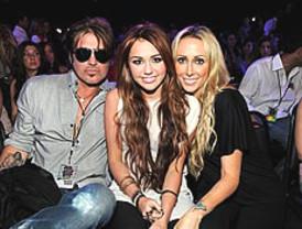 Tras el 'pezonazo', a Miley Cyrus se le divorcian sus padres