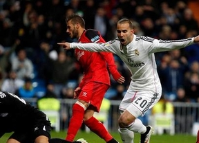 Un Madrid vulgar salva el escollo del Sevilla y se escapa como líder de Barça y Atlético (2-1)
