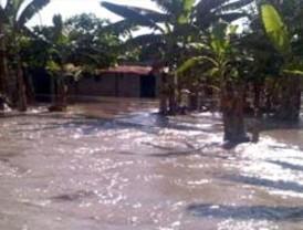 Lluvias dejan 2 muertos y 2.500 damnificados en las costas