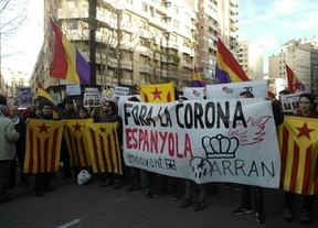 Una gran protesta en Palma recibió a doña Cristina con 300 personas en contra de la corrupción y la Familia Real