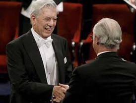 Mario Vargas Llosa recibió de manos del Rey de Suecia el premio Nobel de Literatura 2010