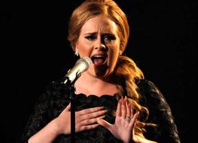 Adele responde a Karl Lagerfeld después de que la llamara gorda