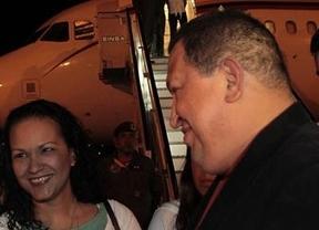 Castro recibe a Chávez en la isla: será operado en Cuba de una nueva
