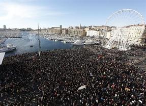 Más de 700.000 personas claman por la libertad de expresión en Francia