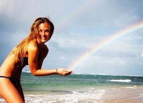 Bar Refaeli posa en bikini para celebrar que cumple 27 años