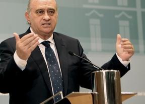 Los socialistas piden 'la cabeza' de Fernández Díaz por pretender relacionar a ETA con el aborto