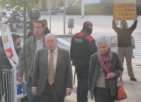 El clan Pujol llega entre abucheos a los juzgados: el ex president, su esposa y 3 hijos declaran hoy por los fondos ocultos  en el extranjero