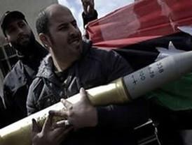 Los rebeldes libios estrechan más el cerco sobre Gadafi, cerca de Trípoli
