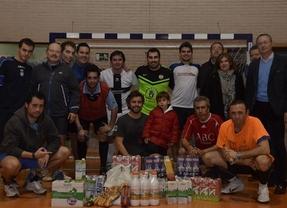 Periodistas de Toledo recogen 136 litros de leche en un partido de fútbol benéfico