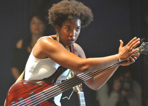 La polifacética Yusa, instrumentista, vocalista y compositora, nos trae la revolución de la música latinoamericana