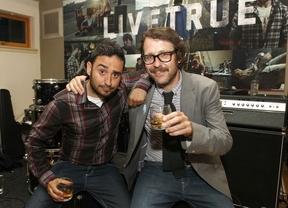Dos artistas españoles, Joaquín Reyes y Juan Antonio Bayona, protagonizan la campaña mundial 'Livetrue'