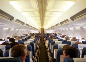 Españoles y franceses, los más charlatanes en los aviones