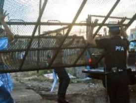 La policía federal desalojó en forma pacífica el Club Albariño