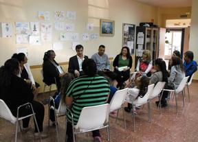 Antonio Román se reúne con el colectivo gitano de Guadalajara