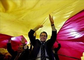 La histeria catalanista de Artur Mas amenaza con un 'caso Kosovo' y otro desastre electoral con adelanto en las urnas