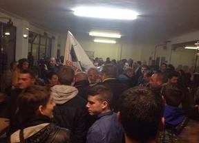 A Rubalcaba le boicotea el 15-M y a Picardo le han censurado manifestantes contrarios a su política en Gibraltar