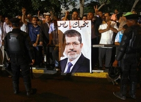 Ordenan la detención de Mursi por colaborar con Hamás en una fuga de presos