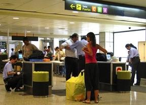 Nuevas medidas de seguridad en aeropuertos: se inspeccionarán todos los aparatos eléctricos