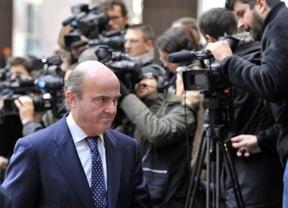 Luis de Guindos descarta, de momento, más subidas de IVA y de impuestos a carburantes
