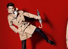 Romeo Beckham sigue los pasos de sus padres posando para Burberry