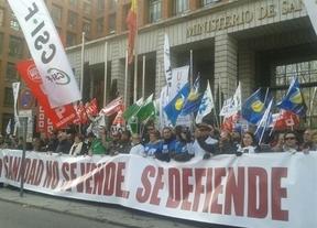 La 'marea blanca' contra la externalización de centros sanitarios vuelve a teñir Madrid