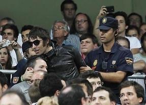 El cantante de Oasis, Liam Gallagher, la lia en el Bernabéu y acaba expulsado