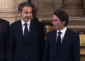 Zapatero se desmarca de Aznar y no deja polémicas en su entrevista con Luis del Olmo: