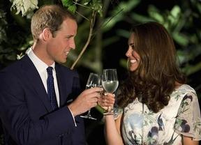 Nació el futuro rey de Inglaterra: los duques de Cambridge, padres de un niño