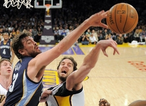 Pau se lleva el duelo de los 'Gasoles' y los Lakers pueden volver a respirar: 90-82 a los Grizzlies