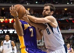 Duelo español en la NBA: Calderón 'derrota' a Pau Gasol en la paliza de Dallas a los Lakers (123-104)