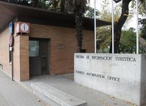 La oficina de turismo de la puerta de bisagra de toledo for Oficina de turismo de toledo capital