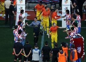 El Atleti hace pasillo al Barça campeón y le regala los puntos con un autogol de Gabi (1-2)
