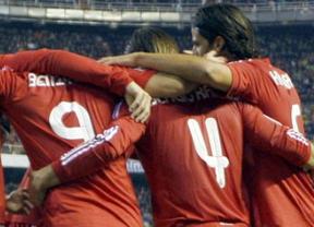 El Real Madrid se disfraza de 'la Roja' pero no falla como ésta: gran victoria en Valencia con polémica arbitral final (2-3)