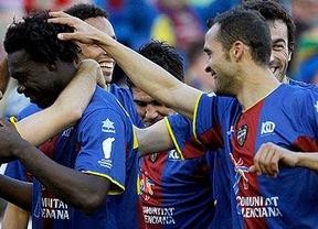 Otro azulgrana más que un club, un líder de Primera: el 'SuperLevante' hunde al 'submarino' (0-3) y encabeza la tabla