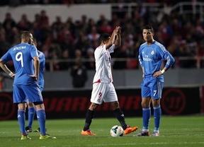 Grave cornada de un Madrid vulgar en Sevilla que le hace perder medio título (2-1)