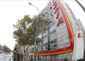 Iberia y sindicatos firman la propuesta del mediador, que pone fin a la huelga