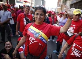 Miles de personas se manifiestan en Venezuela en apoyo a Chávez