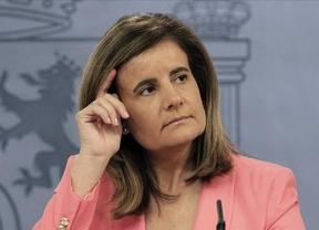 Báñez responde con diplomacia a Aznar recordando las reformas del Gobierno