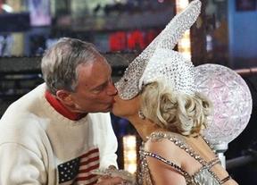 Lady Gaga cumplió con la 'tradición' besando al alcalde de Nueva York